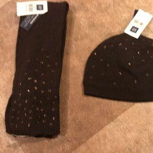 Matching Girls GAP hat and scarf set
